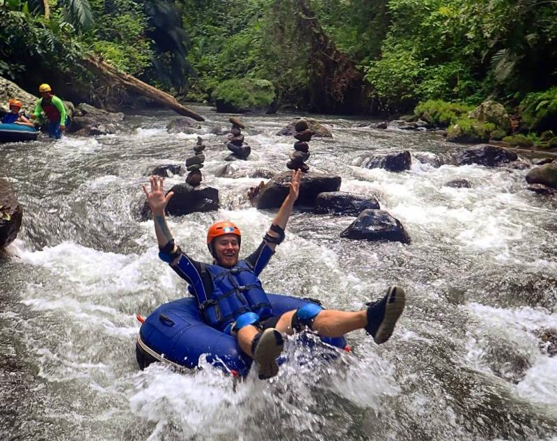 A tubing group tour in Bali River